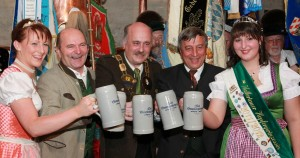 Bierköniginn Barbara Hostmann,Sepp Krätz, Hubert Dorn, Dr Sebastian Priller-Riegele, Hopfenköniginn Veronika Springer