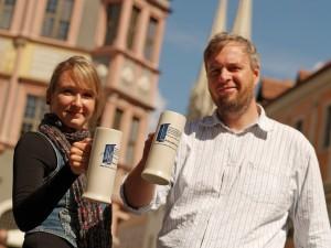 Katja Gerhardt und Andreas Kolley mit dem limitierten Landskron Krug 2012