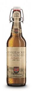 Das Dinkelacker Jubiläumsbier, ein naturtrübes Kellerbier in der Bügelflasche.